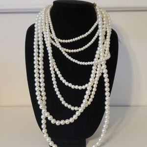 Layered faux pearl/beaded necklace